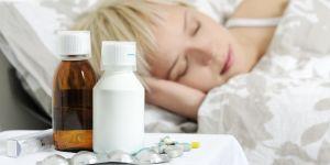 Chora kobieta, choroba, lekarstwa, leki, przeziębienie