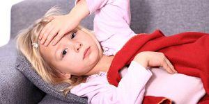 chore dziecko, przeziębienie, gorączka, osłabienie, dziewczynka