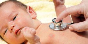 chory noworodek, noworodek u lekarza