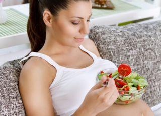 Zdrowa dieta w ciąży – ile co dzień jeść pieczywa, mięsa i warzyw?