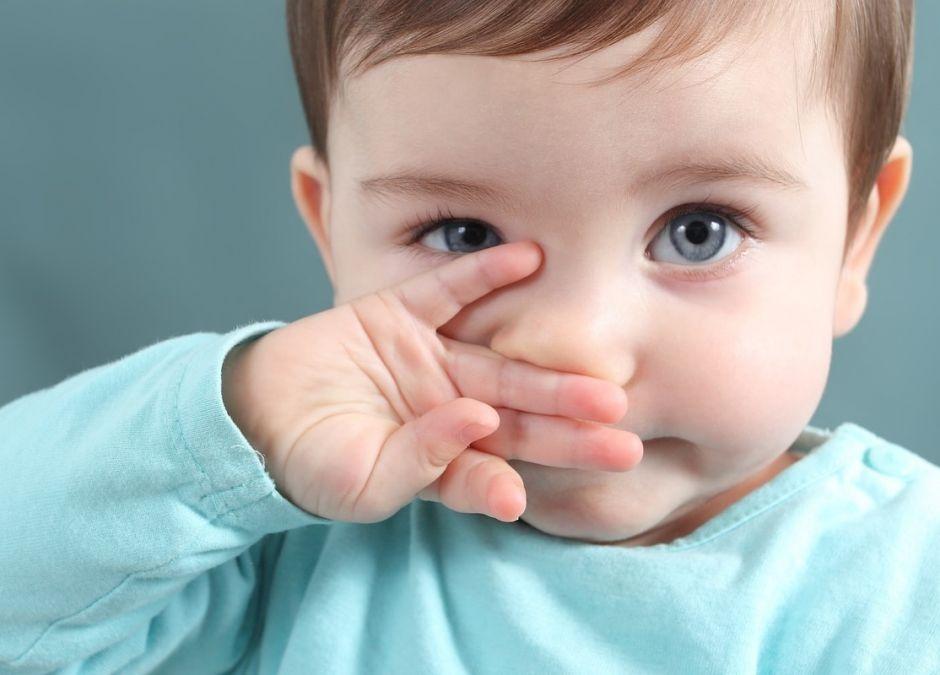 ciało obce w nosie dziecka mothe's kiss pocałunek matki