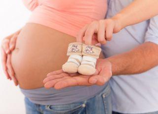 ciąża, brzuch, rodzice, skarpetki dla dziecka, kobieta w ciąży