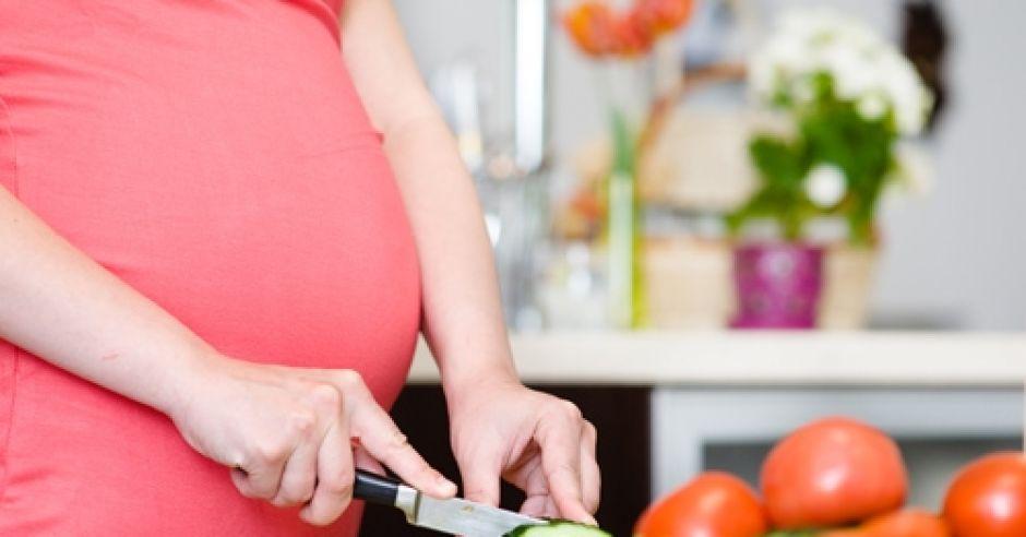 ciąża, dieta w ciąży, kobieta, brzuch w ciąży, warzywa, odżywianie w ciąży