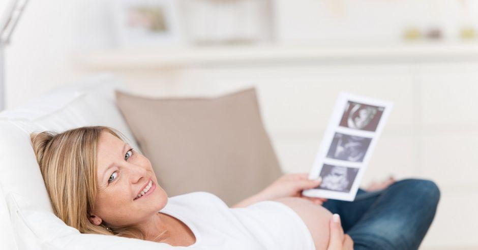 ciąża, kobieta w ciąży, wydruk usg, usg, odpoczynek