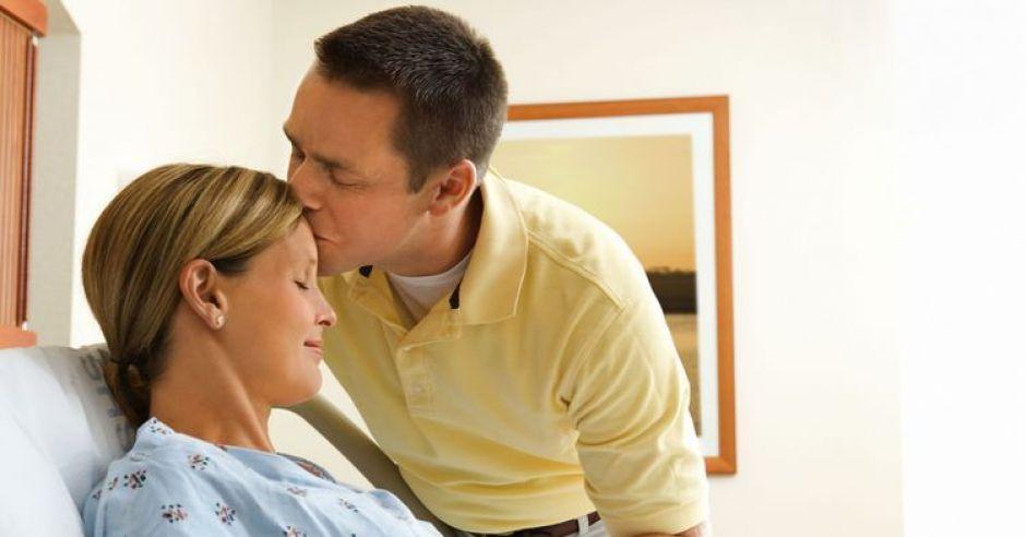 ciąża, szpital, kobieta, mężczyzna, mama, tata, łóżko, poród