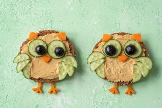 cieciorka kanapki sowy z hummusem