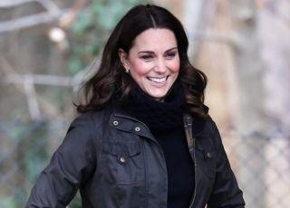Ciężarna księżna Kate w swetrze