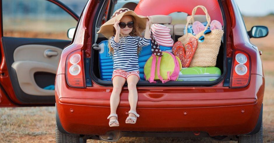 Co robić (a czego nie), by dziecko dobrze się czuło w samochodzie?