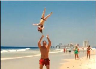 co ten ojciec wyprawia, zabawy na plaży