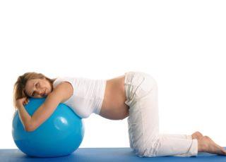 co ułatwi poród, poród bez znieczulenia, tens, gaz rozweselający, dmuchana piłka