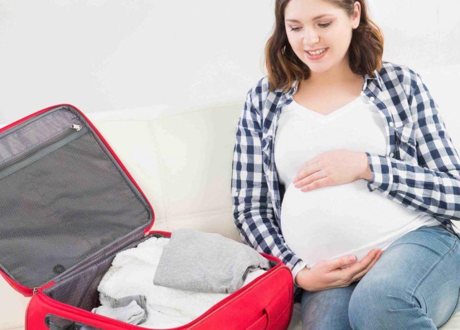 co zabrać do do porodu do szpitala, wyprawka na porodówkę, rzeczy potrzebne do porodu, jakie dokumenty na porodówce
