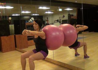 ćwiczenia w ciąży, ćwiczenia na piłce, ćwiczenia w drugim trymestrze ciąży, ćwiczenia dla ciężarnych