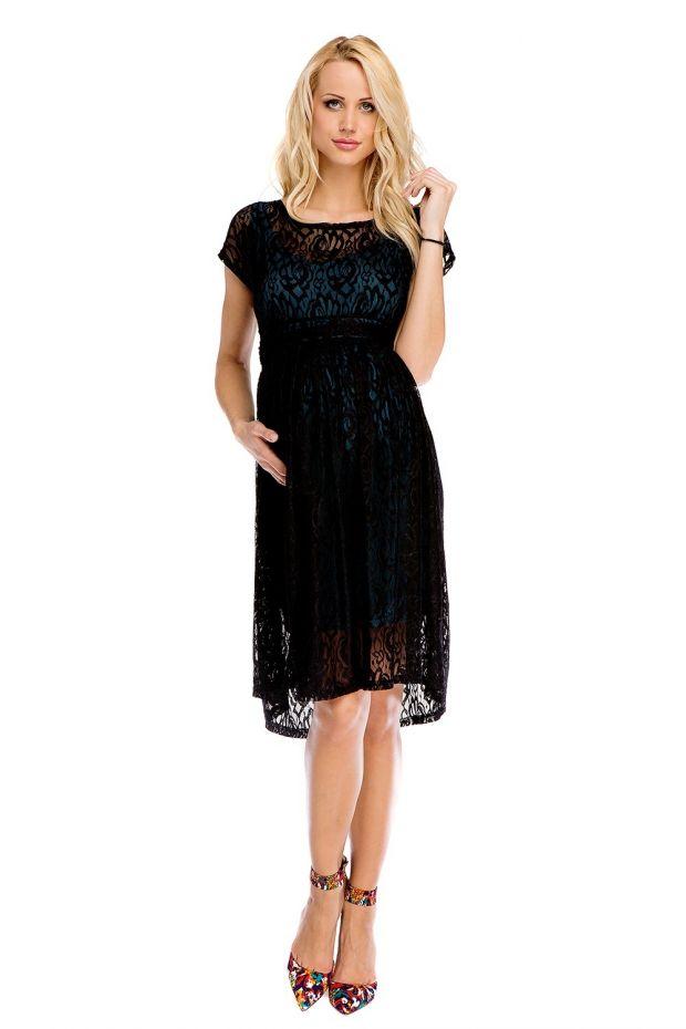 czarna ciążowa sukienka z koronki i kolorowe szpilki.jpg
