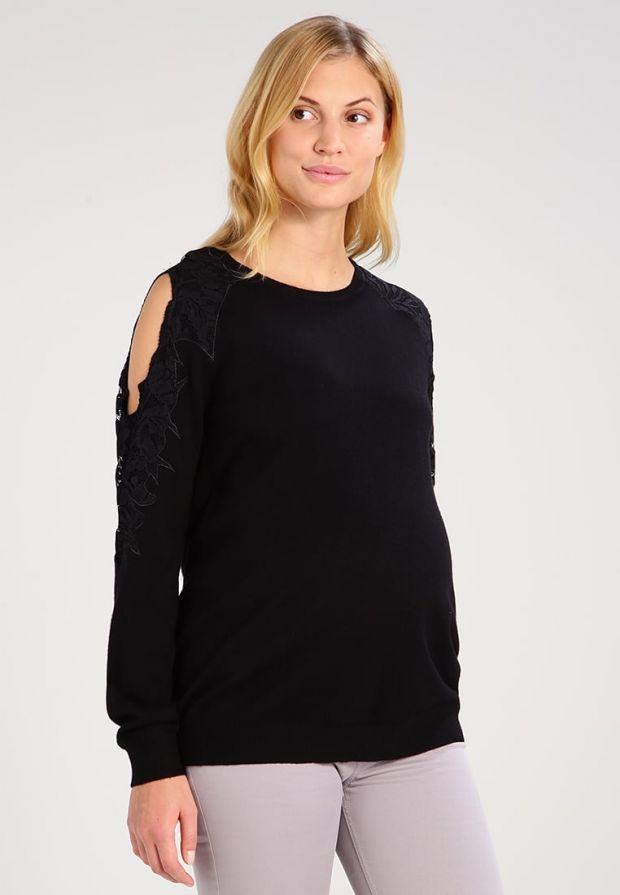 Czarny sweter ciążowy typu cold shoulder