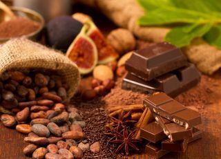 Czekolada, orzechy, suszone owoce, kakao - produkty bogate w magnez
