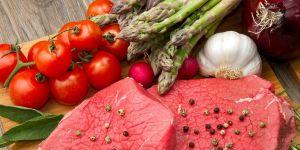 Czerwone mięso, szparagi, pomidory - dieta dla kobiet w ciąży