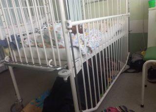 Czuwanie matki przy dziecku obiegło sieć