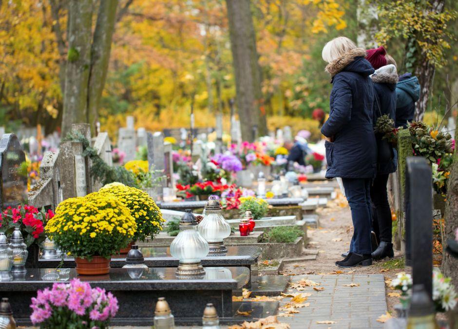 czy 1 listopada odwiedzimy groby bliskich?