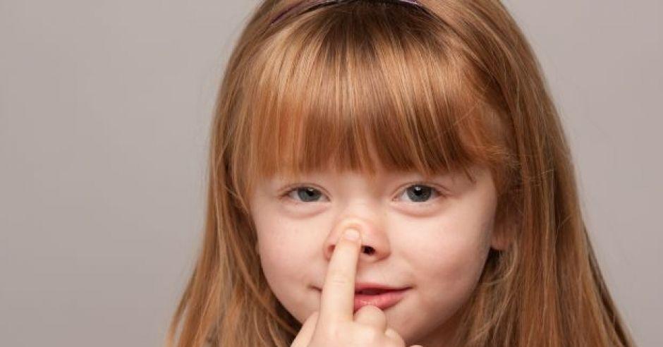 czy dłubanie w nosie jest złe?