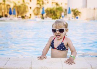 czy małe dzieci powinny nosić kostiumy kąpielowe?