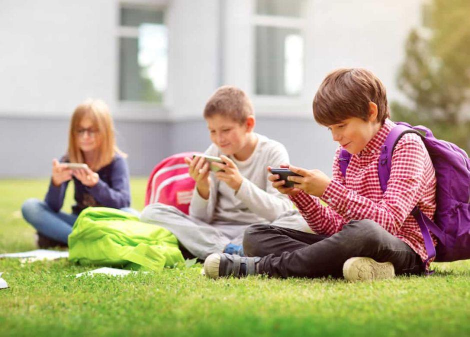 Czy nauczyciel może zabrać telefon uczniowi