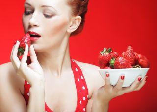Czy wolno jeść truskawki karmiąc piersią?