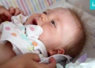 Jak ubrać niemowlę? - film krok po kroku