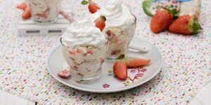 Deser bezowy z musem truskawkowym - przepisy na Babyonline.pl