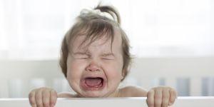 dlaczego dziecko płacze