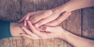 Dłonie, porozumienie, podanie sobie ręki