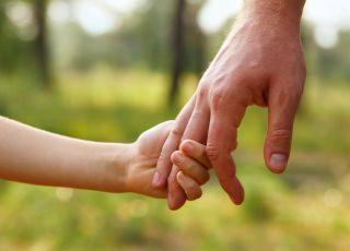 dłonie, ręce, mężczyzna i dziecko, DKMS, szpik