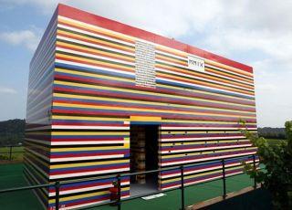 dom zbudowany z klocków LEGO