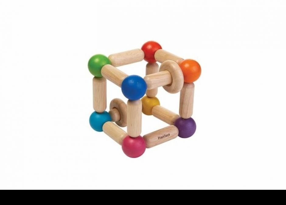 Drewniany-gryzak-ekologiczny-grzechotka-dla-niemowlat-kwadrat-z-drewna-Plan-Toys-74zlmadreszkraby-pl.jpg