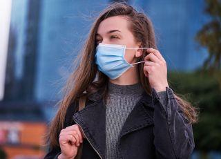Druga fala koronawirusa uderza głównie w młode kobiety