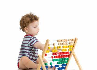 dwulatek, siedzieć, liczydła, rozwoj dziecka