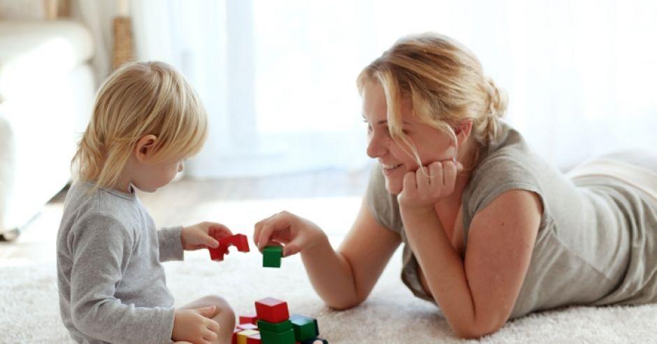 dwulatek, zabawa,zabawka dla dwulatka, matka