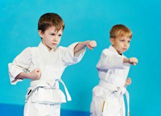 dzieci ćwiczące aikido