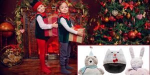 dzieci dekorują dom na święta