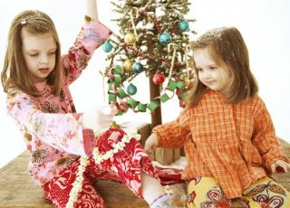 dzieci, dziewczynki, święta, Boże Narodzenie, chionka, łańcuchy, bombki