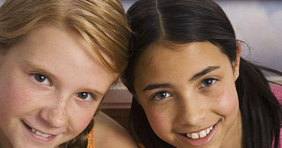dzieci, dziewczynki, uśmiech