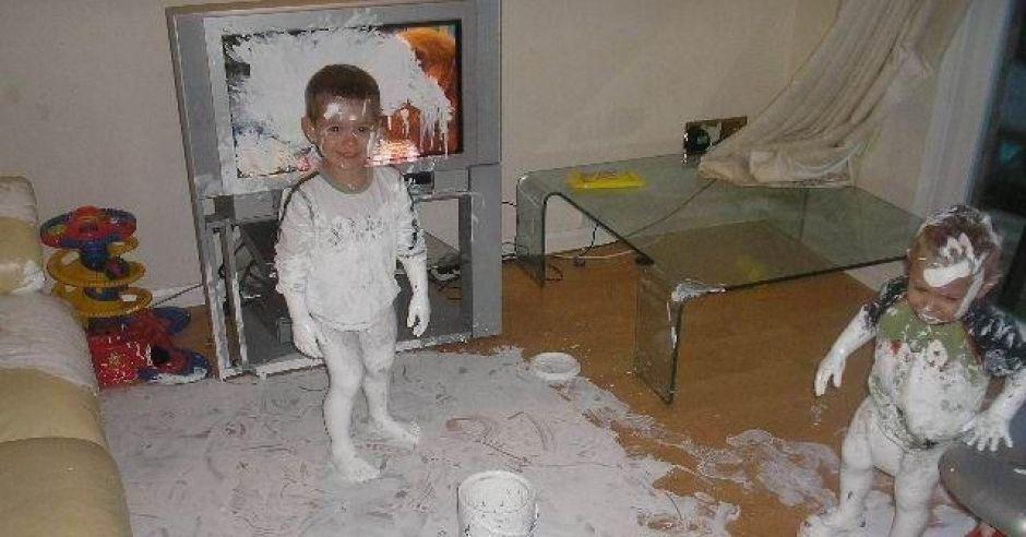 dzieci, farba, zniszczony pokój