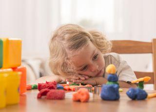 Dzieci nudzą się, gdy mają za dużo zabawek