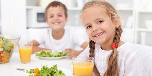 dzieci, obiad, posiłek, stół, savoir-vivre, dobre maniery