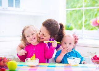 dzieci, rodzina, śniadanie