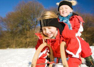 dzieci, sanki, zima, sporty zimowe, uśmiech