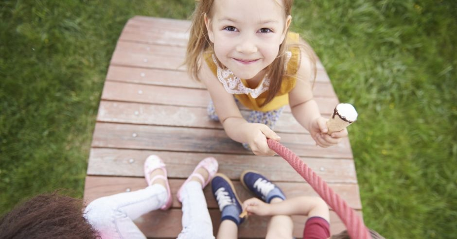 dzieci świętują dzień przedszkolaka
