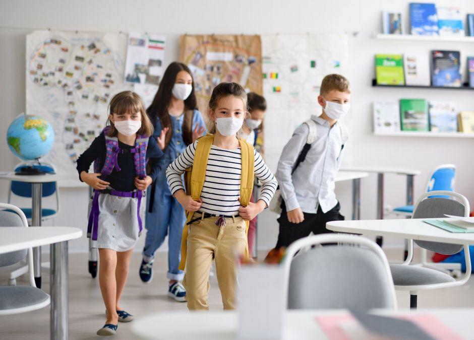 Dzieci wracają do szkół