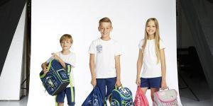 Dzieci z plecakami z Rossmanna