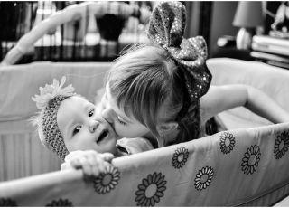 dzieci, zabawa, miłość, emocje, pocałunek