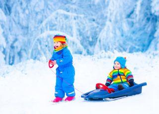 dzieci, zima, śnieg, sanki